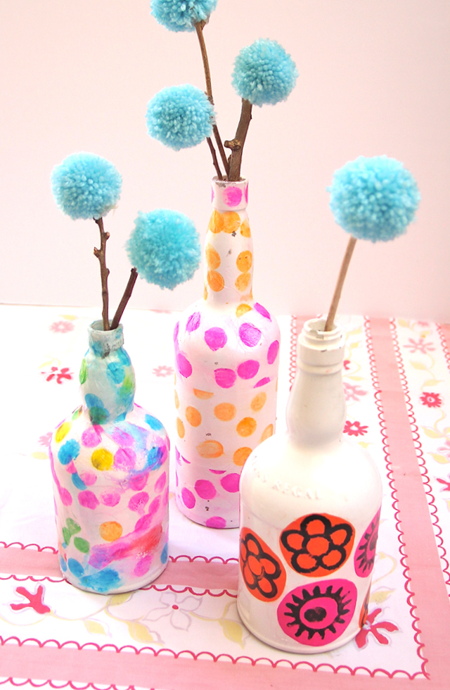 10 creative ideas for interior decorating with wine bottles for Creative things to put in vases
