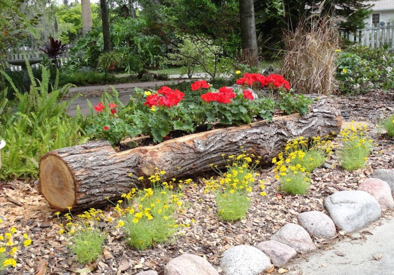 Landscaping With Wood Logs : Innovative way to make your garden unique and fun these wooden log