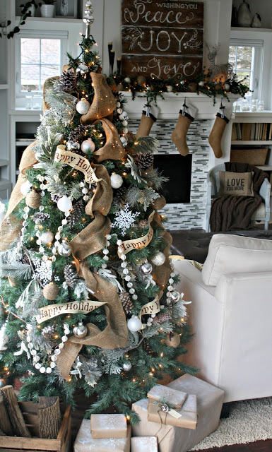 Add burlap to your Christmas tree
