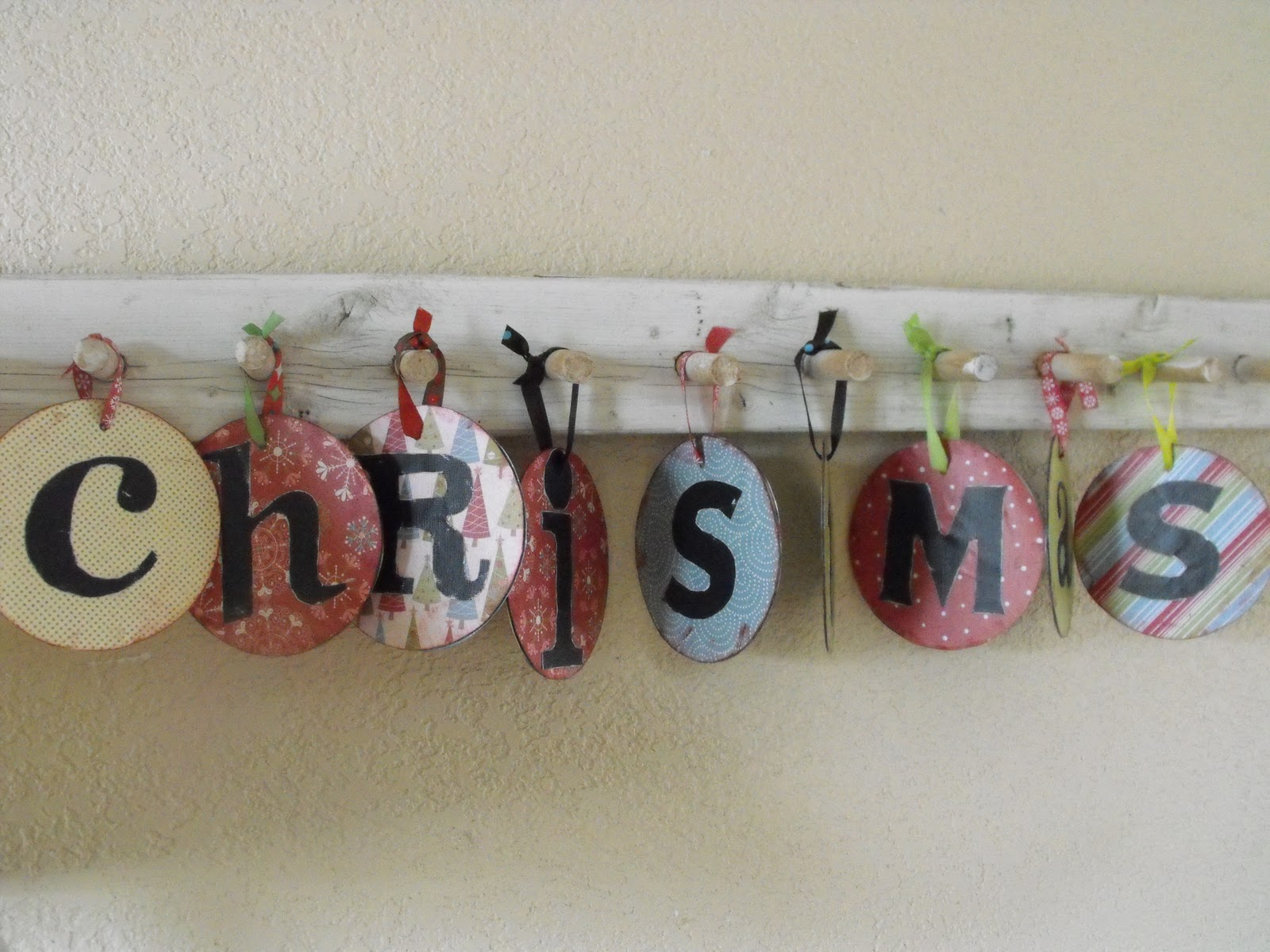 Christmas Wall Decor Recycled : Christmas decorations made with recycled materials