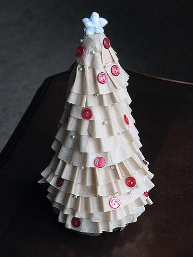 25 christmas decorations made with recycled materials Christmas tree ideas using recycled materials