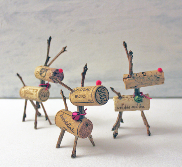21 cork reindeer - Recycled Christmas Decor