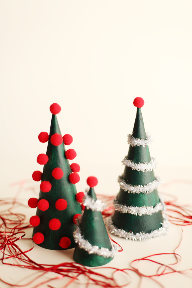 modern christmas tree - Simple Christmas Table Decorations