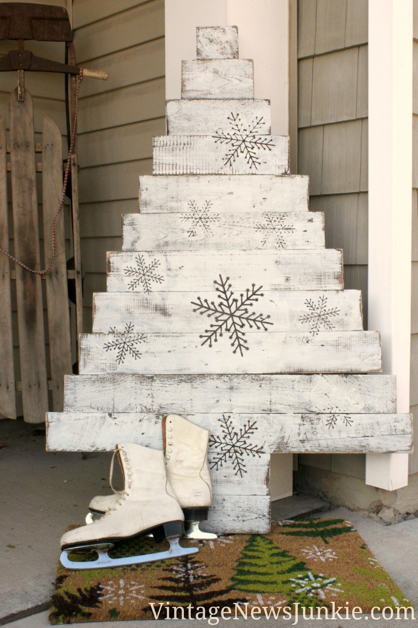 15 amazing diy pallet christmas tree ideas Christmas trees made out of wood