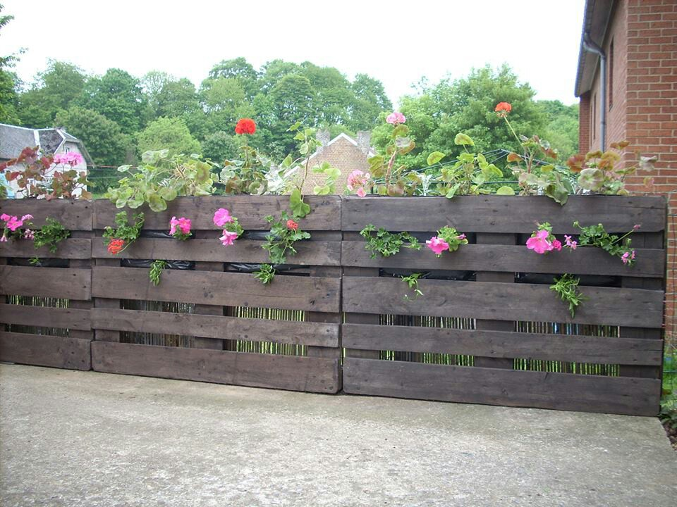 12 pallet fence ideas anyone can make for Garden design ideas new build