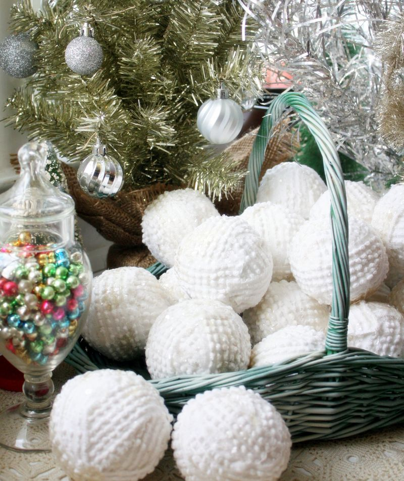 14 snowballs from bedspreads