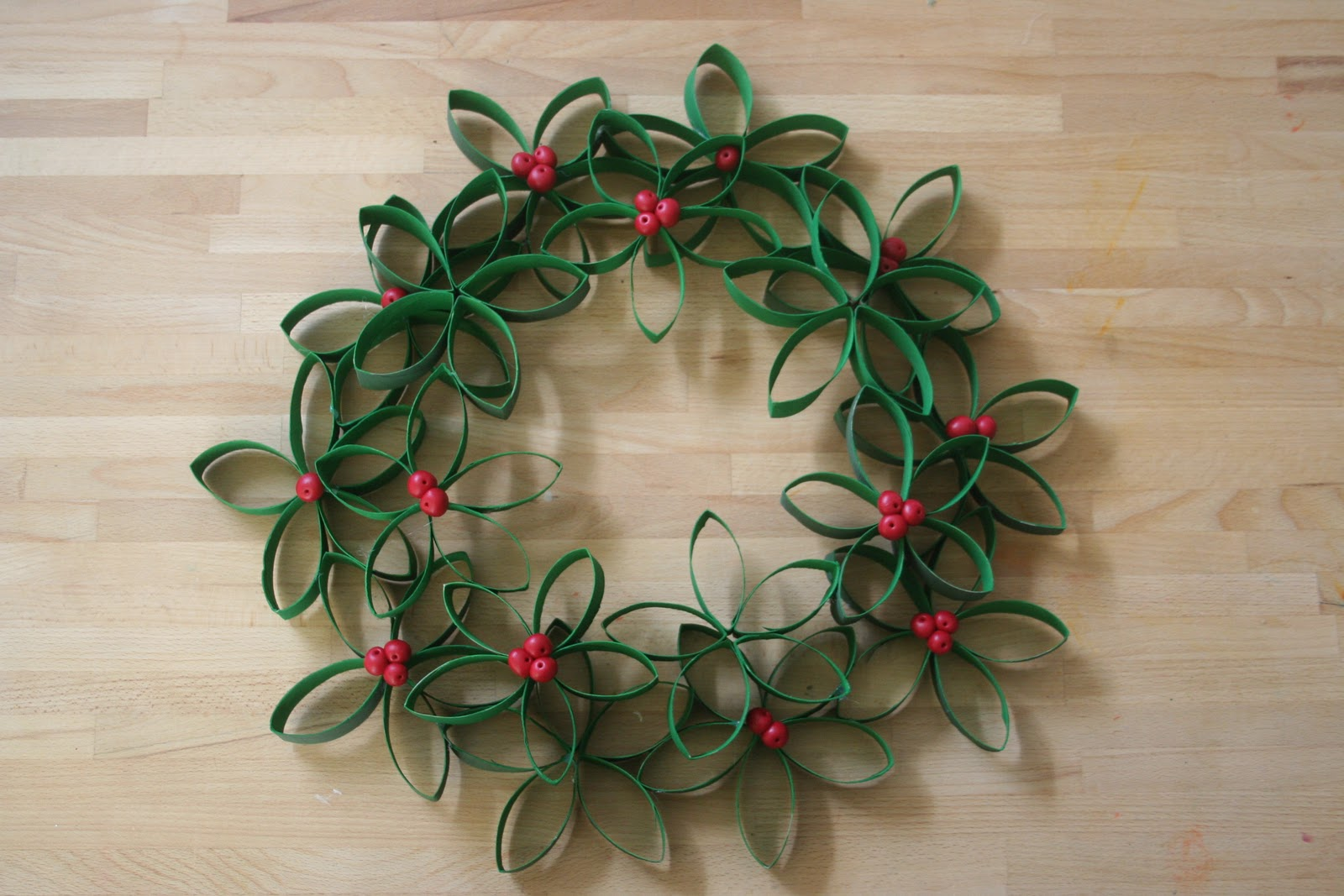 4 toilet paper roll wreath - Recycled Christmas Ornaments
