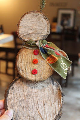 20 easy cheap diy christmas crafts for Wood slice craft projects