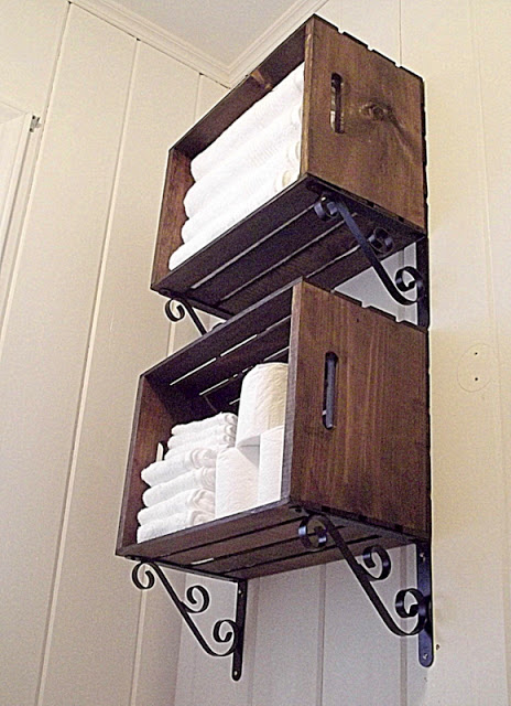 Create a wall storage with wooden crates