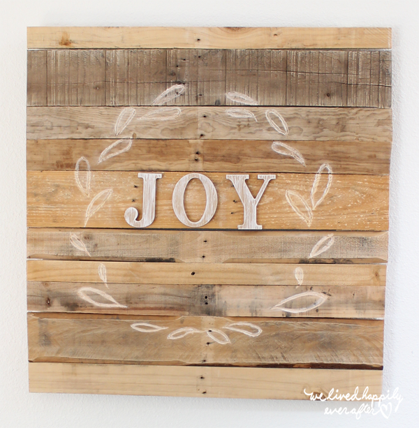 JOY Pallet Wreath