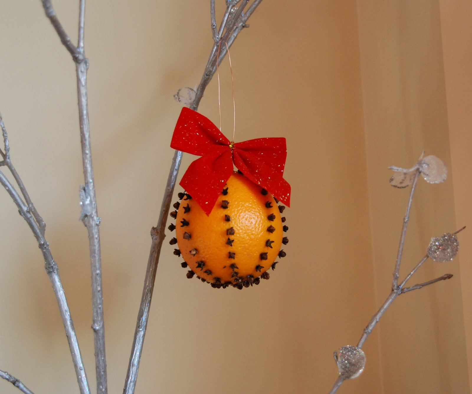 Make A Christmas Orange Pomander