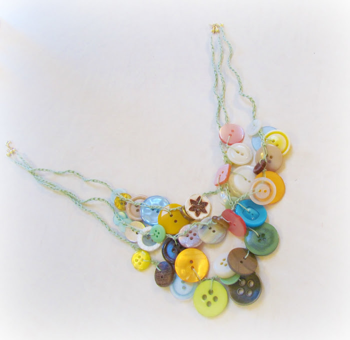 Make This Button Necklace Using Buttons