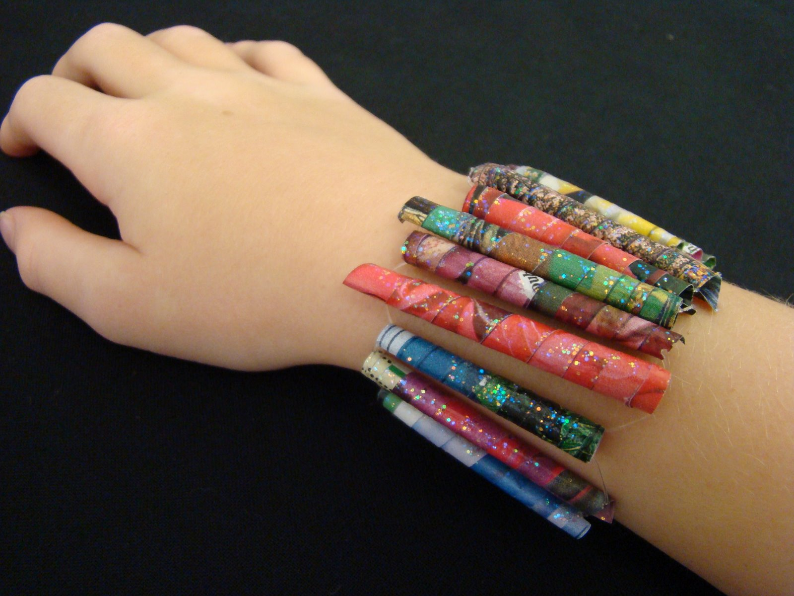 Make a Bead Bracelet From Magazine Pages