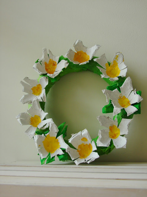 Make a Beautiful Wreath to Decorate Your Front Door