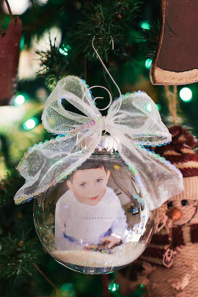 Make a personalised ornament with a photo