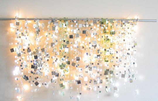 Make a sparkle mirror garland and brighten up any room in your home