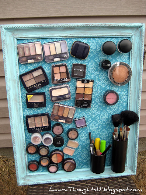 Organize your make-up with this cool magnet board