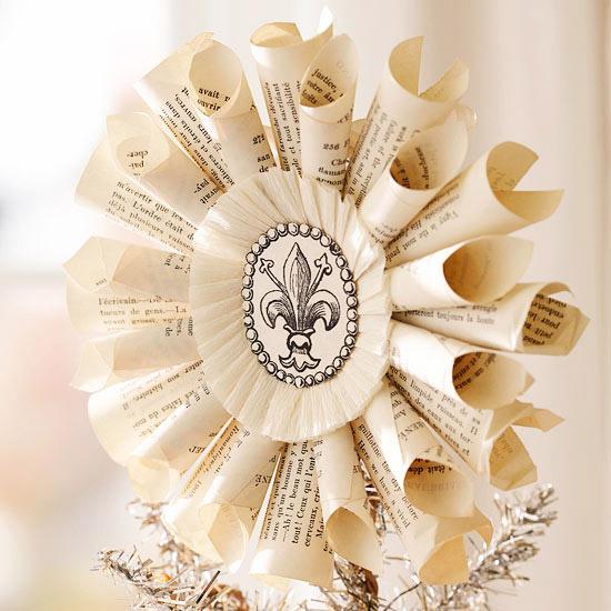 Paper Fleur-De-Lis Medallion