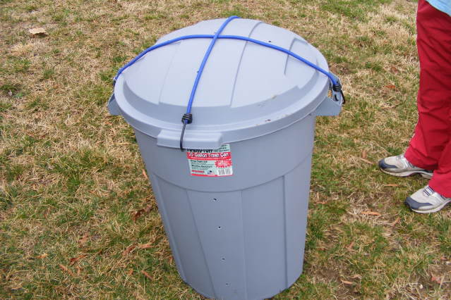 A simple compost bin using a plastic garbage can
