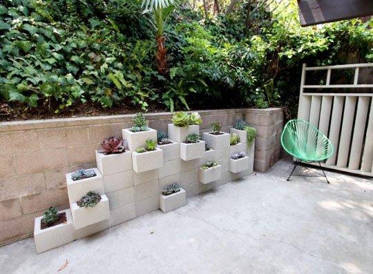 Create a beautiful garden wall with cinder blocks