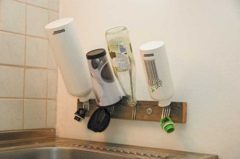 Create a bottle-dry-shelf from old forks and a short piece of wood
