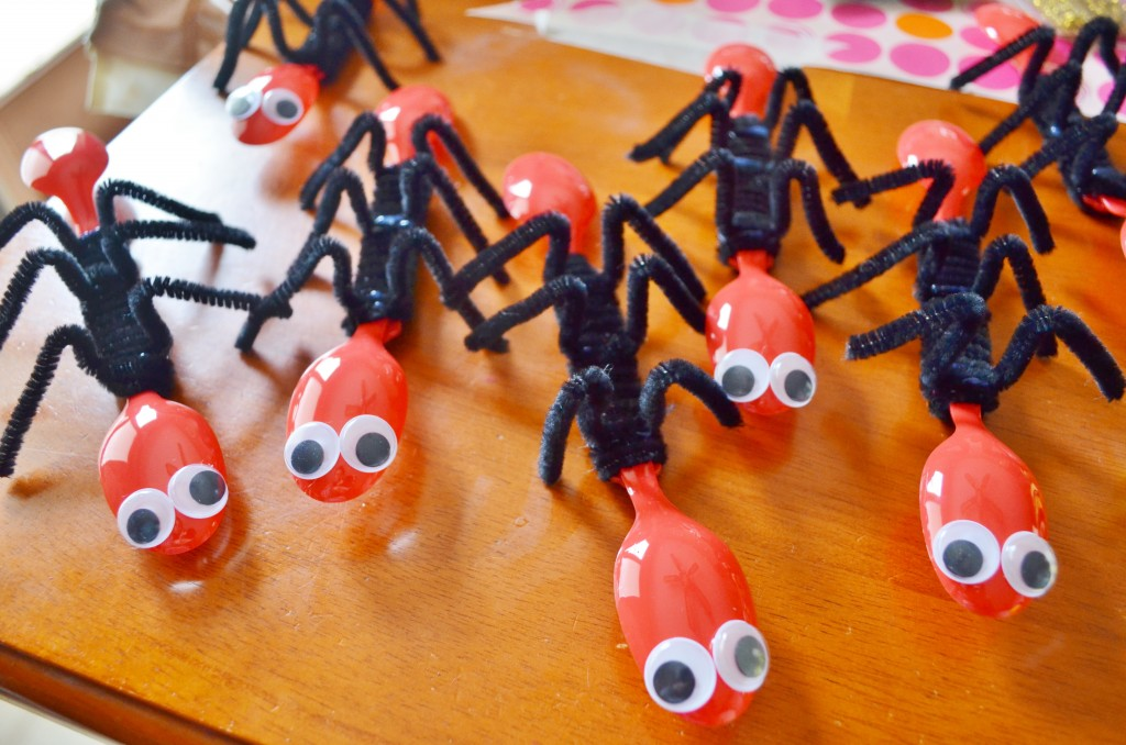 "Fun ""Ant Spoons"" Bug Craft"