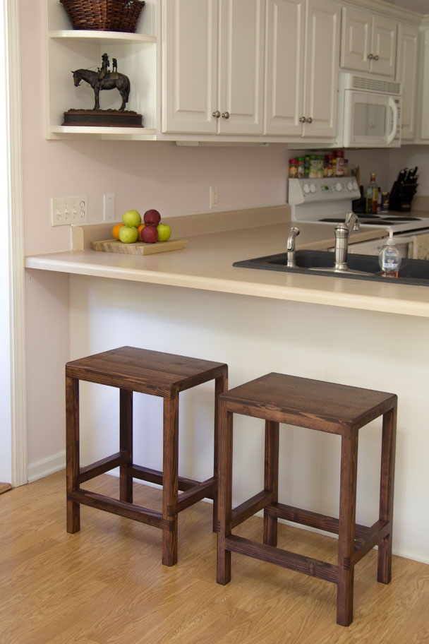 Make Half-Lap Bar Stools from 2x4s