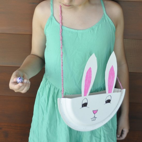 Make a sweet bag for Easter hunts out of paper plates