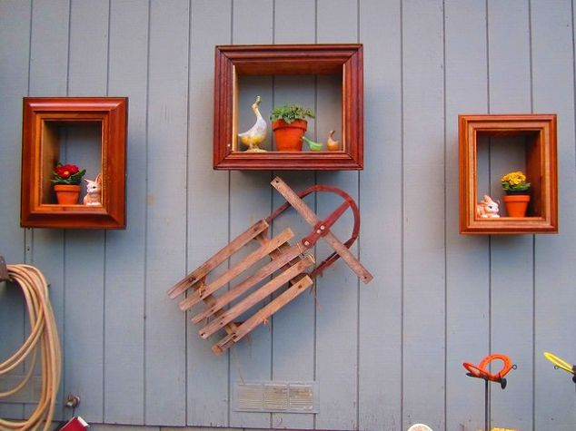 Turn old picture frames into wall plant hangers