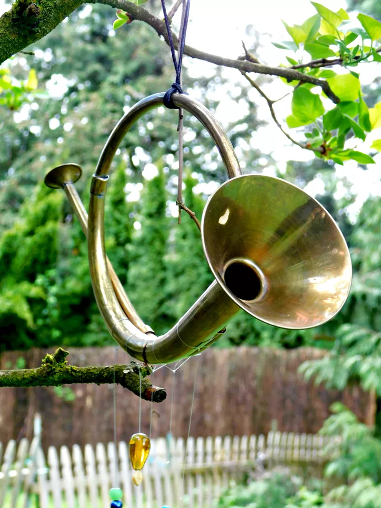 Transform a Thrift-Store Horn into an Eye-Catching Wind Chime