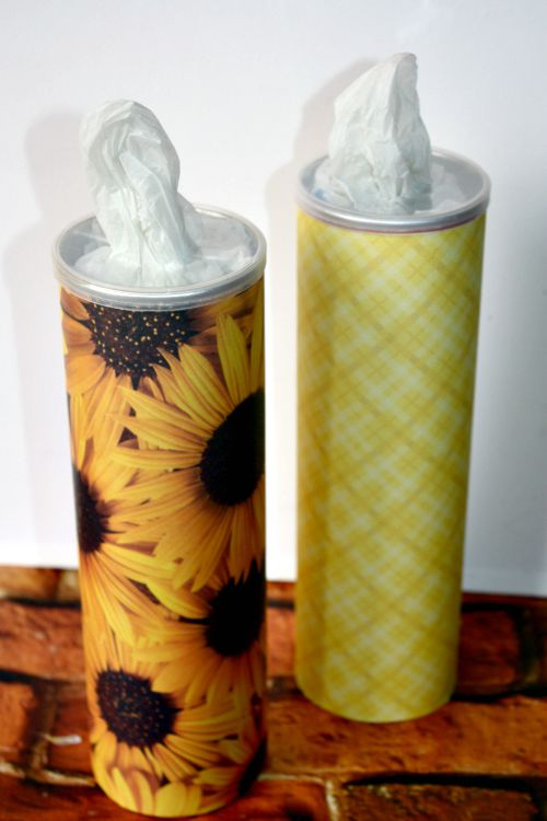 Turn an old Pringles can into a bag dispenser
